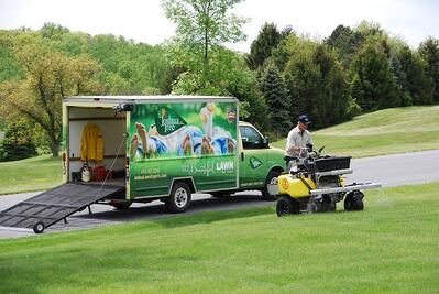 Joashua Tree technician treating lawn in Allentown, PA