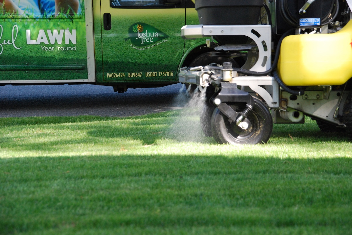 Lawn care liquid weed control application
