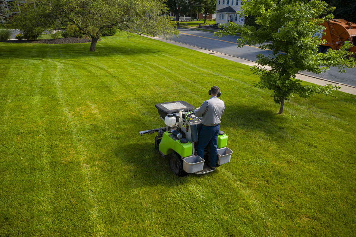 technician commercial lawn care lawn spraying 9