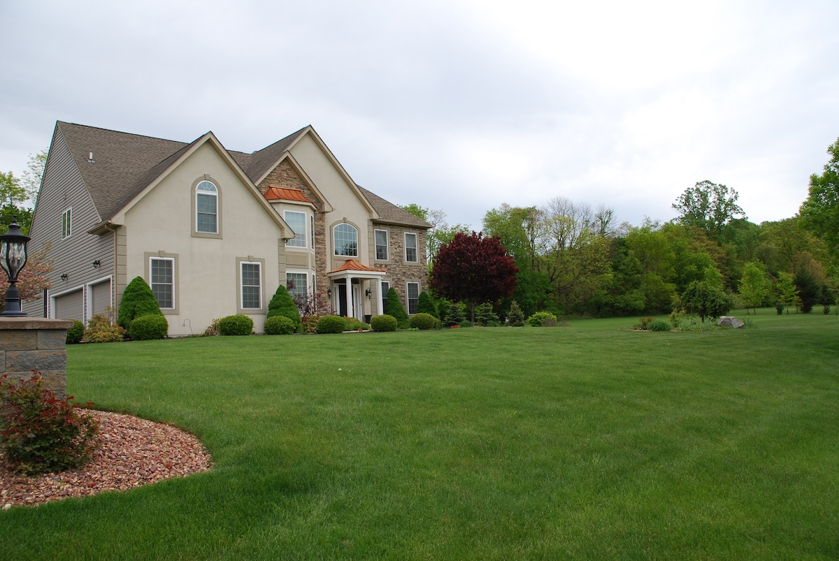 How Much Does Lawn Care Cost in Allentown, Bethlehem and Easton, PA?